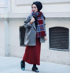 How to wear chic hijab in cold winter days – Just Trendy Girls - Winter Fashion Islamic Fashion, Muslim Fashion, Modest Fashion, Hijab Fashion, Hijab Style, Hijab Chic, Muslim Girls, Muslim Women, Hijab Elegante