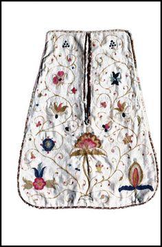 1740-1770 Pocket, American. Cotton-linen tabby: linen warp, cotton weft, crewel wool embroidery, linen lining.  Colonial Williamsburg, 1963-11