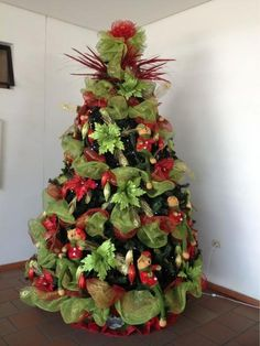 ARBOL DE NAVIDAD - Google Search Christmas Planters, Christmas Town, Beautiful Christmas Trees, Christmas Tree Themes, Christmas Centerpieces, Holiday Tree, Christmas Tree Toppers, Christmas Design, Christmas Tree Decorations