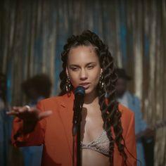 Alicia Keys Hairstyles, Marley Twist Hairstyles, Girls Natural Hairstyles, Braided Hairstyles, Goddess Braid Styles, Goddess Twist, Alicia Keys Braids, Photoshoot Lights, Jumbo Twists