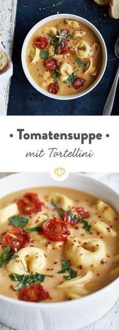 Tortellini, Cherry Tomaten, Basilikum, Tomatenpesto und Sahne. Klingt nach der idealen Basis für ein Pastagericht? In diesem Fall für wärmende Suppe.