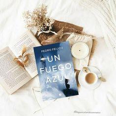 """¡Hola amores! Comienzo la semana con una nueva reseña en el #blog de la novela """"Un fuego azul"""" del escritor Pedro Feijoo. Un thriller adictivo, que he disfrutado mucho. Tenéis ya la reseña en el blog, espero que os animéis a pasar. Blog, Writers, Blue Nails"""