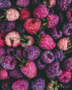 All Berries, Fruit Love, Purple Fruit, Vegan Fast Food, Image Deco, Fruit Photography, Food Wallpaper, Beautiful Fruits, Summer Memories