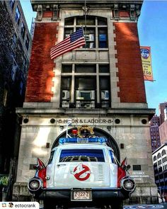 1959 Cadillac Miller-Meteor Futura and its home. Original Ghostbusters, Extreme Ghostbusters, The Real Ghostbusters, Culture Pop, Geek Culture, 1959 Cadillac, Films Cinema, Bros, Ghost Busters