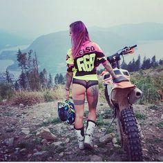 Its motobutt Monday Biker Chick, Biker Girl, Ktm Dirt Bikes, Motocross Girls, Chicks On Bikes, Ride Out, Bike Photography, Motorbike Girl, Dirt Bike Girl