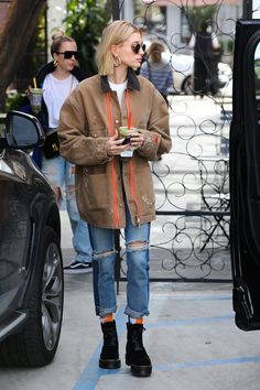 Hailey Baldwin wearing Heron Preston x Carhartt Canvas Jacket and Heron Preston Distressed Straight Jeans, Dr. Martens Jadon Velvet Boots, KREWE Earhart Blinker Aviator Sunglasses w/ Side Blinders, Jennifer Fisher Gold Maeve Hoop Earrings. Estilo Hailey Baldwin, Hailey Baldwin Style, Fashion Killa, Look Fashion, Autumn Fashion, Trendy Fashion, Looks Street Style, Looks Style, Mode Outfits