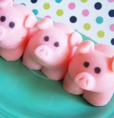 These fun, pink pig soaps are ready for bath time! They have the sweet scent of strawberry added and are made with moisturizing ingredients. This soap would make a great gift, party favor, guest bathr