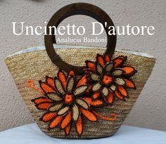 Borsa in paglia con fiori in rafia, fodera a sacchetto, manici in legno   Misure…