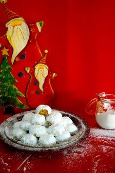 ΟΙ ΠΙΟ ΑΦΡΑΤΟΙ ΚΟΥΡΑΜΠΙΕΔΕΣ ΤΗΣ ΓΙΑΓΙΑΣ ΕΙΡΗΝΗΣ Xmas Food, Christmas Baking, Christmas Cookies, Christmas Time, Christmas Recipes, Greek Sweets, Greek Desserts, Greek Recipes, Greek Cookies
