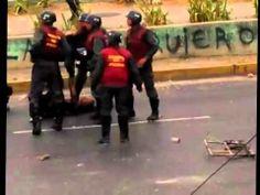 Agente de la Guardia Nacional golpea violentamente a mujer con su casco en La Isabelica, Valencia.
