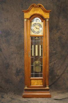Howard Miller grandfather clock - 3 weight : Lot 173