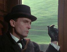 Sherlock Holmes on a train, thinking. Of course. Sherlock Holmes Short Stories, Adventures Of Sherlock Holmes, Jeremy Brett Sherlock Holmes, David Burke, Elementary My Dear Watson, Johnny Lee, Doctor Johns, 221b Baker Street, Arthur Conan Doyle