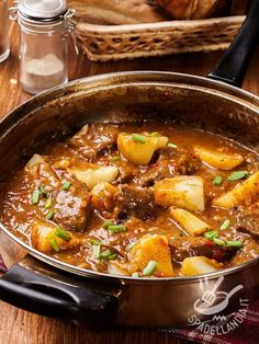Só receitas simples - Carne com Batata - Ana Maria Leite - - stan goodwin 202 - macedonian food Albanian Recipes, Bosnian Recipes, Croatian Recipes, Hungarian Recipes, Italian Recipes, Beef Recipes, Cooking Recipes, Diced Lamb Recipes, Goulash