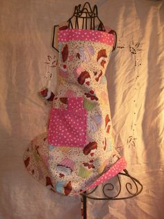 Girls reversible apron in Pink adorable Party Cupcakes and Pink Polka Dot, ready for those baking dates, and the Happy Dance ...