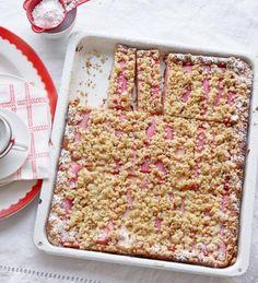 Rhabarber-Crumble-Kuchen Rezept - [ESSEN UND TRINKEN]