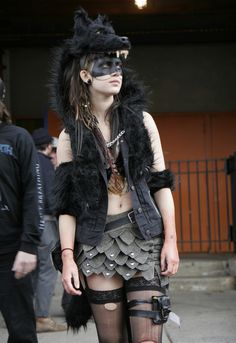 She did this look so well. Dystopia Post-Apocalyptic Mecha Nomad Futuristic for cosplay ideas. Krieger Make-up, Wolf Headdress, Looks Style, My Style, Post Apocalyptic Fashion, Post Apocalyptic Costume, Post Apocalypse, Apocalypse Fashion, Dandy