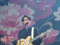 Ezra Koenig (Vampire Weekend)!!!! And other handsome musicians via Buzzfeed