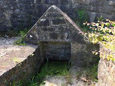 PLOUGOULM : Fontaine de Cantel