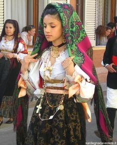 Traditional dress of Dorgali - Sardinia. During the Feast of San Simplicio of Olbia,15 may - www.sardegnadavedere.it