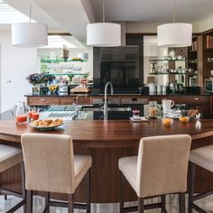 Walnut kitchen with curved breakfast bar - David Klapper Walnut Kitchen, Barn Kitchen, Kitchen Decor, Kitchen Ideas, Kitchen Inspiration, Breakfast Bar Kitchen, Breakfast In Bed, Kitchen Work Station, Breakfast Smoothie Recipes