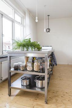 Underlayment floor in Rotterdam - Volkskrant Magazine Restaurant Kitchen Equipment, Kitchen Island Trolley, Plywood Interior, Industrial Style Kitchen, Lunch Room, Commercial Kitchen, Stainless Steel Kitchen, Kitchen Flooring, Interior Design Kitchen