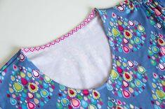 """Jerseyshirt Halsausschnitt auf die """"feine Art"""" nähen - ohne Bündchen, mit einem Stoffstreifen verstürzen >>> Nähanleitung mit Fotos"""