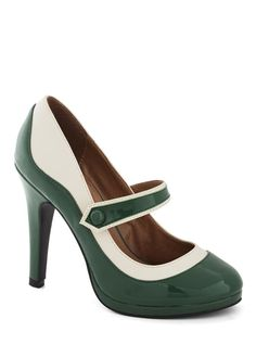 'S Marvelous Heel in Green. Mary Jane Pumps.  Green & White Two Tone Design.