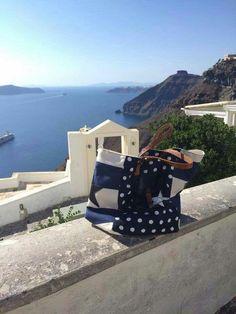 Pomponette à Santorini