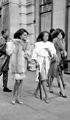Diana Ross and the Supremes black and white photo Diana Ross, Vintage Black Glamour, Vintage Beauty, New School Hip Hop, Musica Disco, Fierce, Mode Vintage, Vintage Soul, African American History