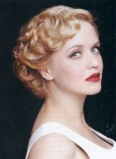 This is the first short hair wedding style I've found that looks close to my haircut. Cute and vintage!