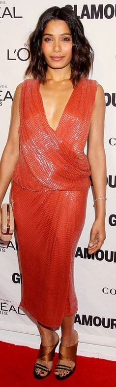 Who made  Frieda Pinto's orange dress, nude clutch handbag, and jewelry that she wore in New York on November 10, 2014?