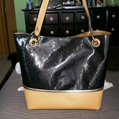 NWOT Calvin Klein Black purse NWOT Black and Tan Calvin Klein Large Purse, inside is gold. Kept and comes with dust bag. Calvin Klein Bags