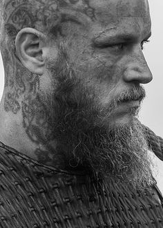 You can't out run fate or destiny. You can fight it but you will not win. Rey Ragnar, Ragnar Vikings, Vikings Game, King Ragnar, Vikings Tv Series, Vikings Tv Show, Ragnar Lothbrok, Air Max 90, Looks Black