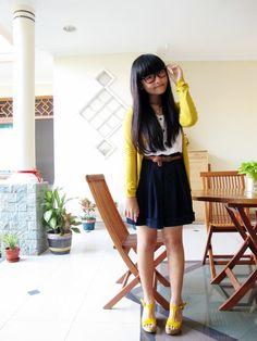 Love yellow, black and white!