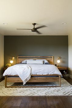 26 Rustic Bedroom Design and Decor Ideas for a Cozy and Comfy Space - The Trending House Master Bedroom Makeover, Master Bedroom Design, Home Decor Bedroom, Bedroom Ideas, Bedroom Table, Wood Bedroom Furniture, Bedroom Plants, Diy Bedroom, Master Bedrooms