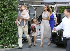 Jessica Alba and her brood have Mother's Day brunch!
