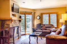 Red Hawk Lodge #2212: This 830 square foot 2-bedroom, 2-bathroom condo sleeps six and features granite countertops and a private patio with ski slope views. Located in River Run Village, you're just steps away from shopping, restaurants and nightlife.