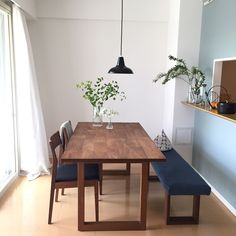 Simple Modern Interior, Home Furniture, Interior Design Bedroom, Dining Table With Bench, Home Decor, House Interior, Dining Design, Room Interior, Dining Table
