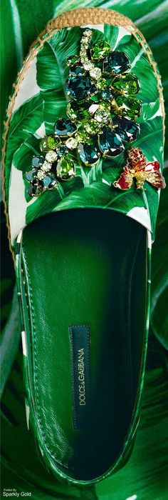 D&G Fall 2016 Botanical Garden shoes green shine! Alpargatas verdes de dolce gabanna love it! Espadrilles, Shoe Boots, Shoes Sandals, Heels, Green Shoes, Beautiful Shoes, Shoe Game, Me Too Shoes, Sunglasses Case