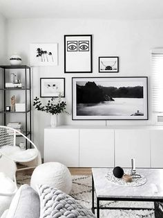 Beach Home Decor No matter your style there are a number of ways to bring out your personality and taste. Here are eight living room wall decor ideas guaranteed to amplify your home. Living Room Interior, Living Room Decor, Apartment Interior, Apartment Ideas, Bedroom Decor, Tv Wall Decor, White Wall Decor, Wall Art, Framed Tv