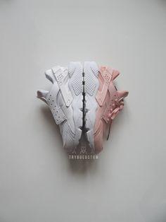 """<b>If you want to provide the base shoe.The sneakers needed are the Huarache """"Triple white"""" (all white)The pair must be NEW or in GOOD conditon. Contact us if you have any question.</b>Uniquement si vous fournissez la paire de base. Le modèle doit être une Huarache """"Tripe White"""" (entièrement blanche), NEUVE ou en BONNE condition. Pour plus d'informations, n'hésitez pas à nous contacter"""