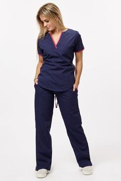 Tefi Poly azul con fucsia – oh! Scrubs Outfit, Scrubs Uniform, Stylish Scrubs, Dental World, Medical Scrubs, Nurse Scrubs, Medical Uniforms, Womens Scrubs, Hair And Beauty Salon