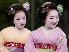 芸妓さんと舞妓さんのブログ (September 2015: maiko sisters Chiyoko and Mikako...)