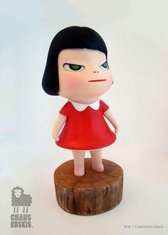 Red dress girl by Yoshitomo Nara So Happy, Yoshitomo Nara, Ceramic Figures, Kawaii, Vinyl Toys, Designer Toys, Japanese Artists, Artist Art, Folk