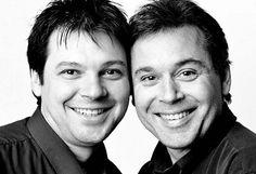 Can you believe that they ARE NOT twins?? Fotografando desconhecidos que parecem gêmeos | Criatives |