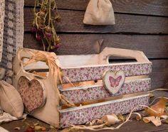 Artesanatos Decoupage Vintage, Decoupage Box, Shabby Vintage, Shabby Chic, Wood Crates, Wooden Boxes, Wooden Crafts, Diy And Crafts, Decoupage Furniture