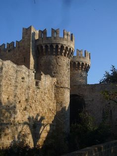 The walled city of Rhodes. Travel Box, Time Travel, Places To Travel, Medieval, Greece Vacation, Walled City, Knights Templar, Grand Tour, Greatest Adventure