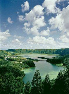 ... na lagoa das 7 cidades. / in 7 Cidades lagoon. #açores #azores #tapportugal