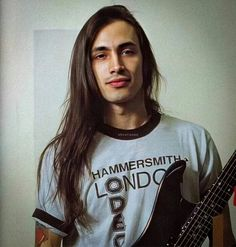 Nuno Bettencourt, Beautiful Men, Beautiful People, 80s Hair Bands, New Start, Fine Men, Sexy Men, T Shirts For Women, Long Hair Styles