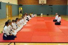 Aikido Kindertraining in der Auhofschule (Linz Urfahr / Oberösterreich): Mokuso - Mediation am Ende des Trainings